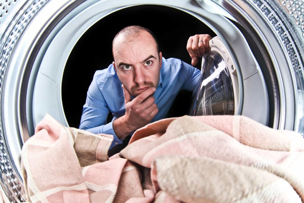 Cómo vaciar una lavadora llena de agua