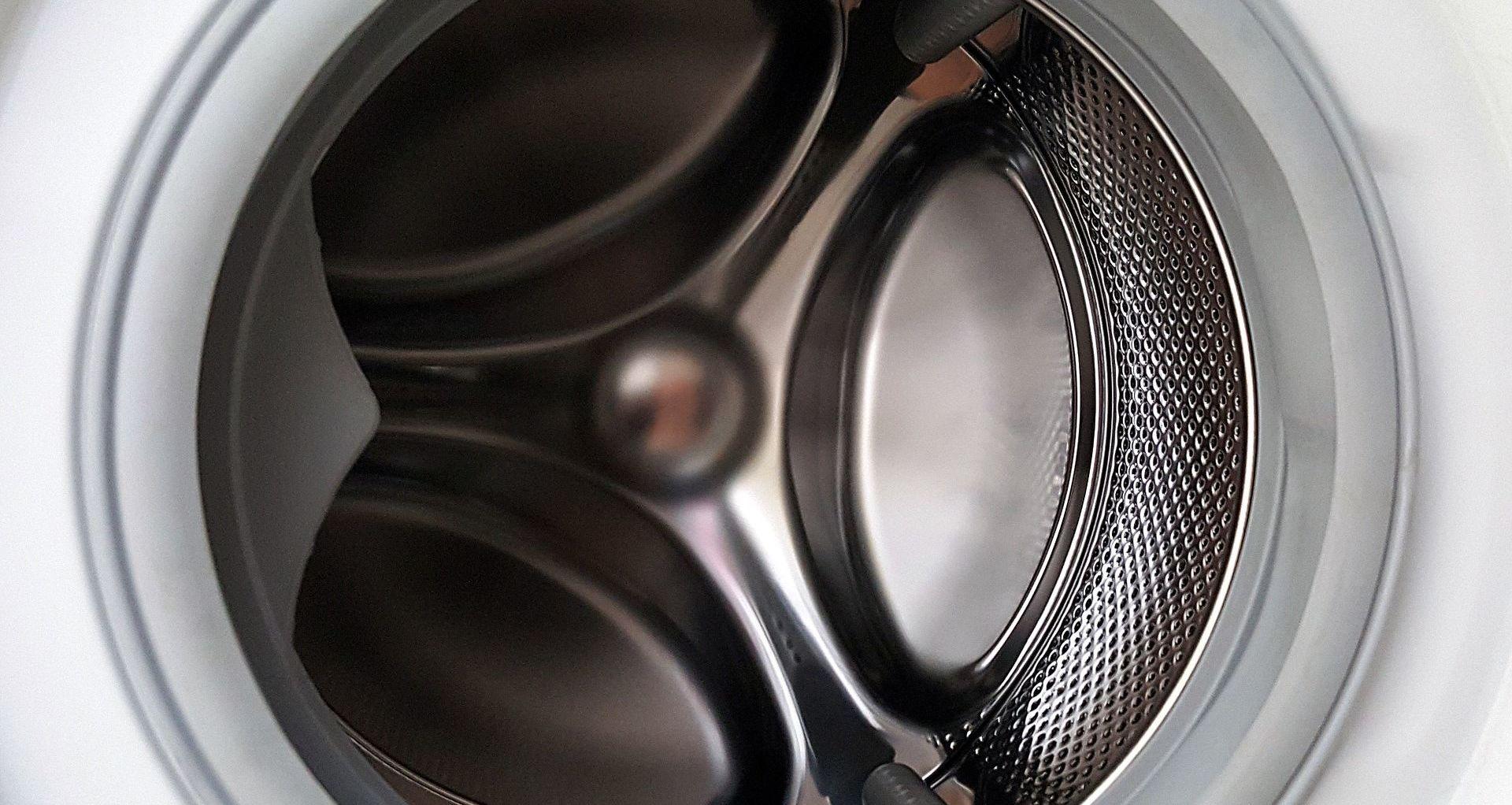 ¿Tu lavadora desagua pero no centrifuga? ¡Tenemos la solución!
