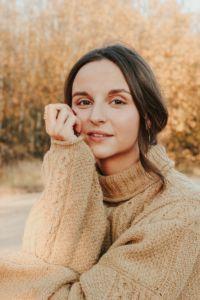 Chica con un jersey de lana